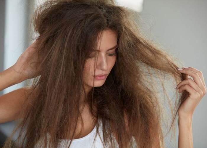 Mujer cabello maltratado
