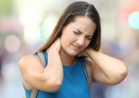 Mujer dolor cuello