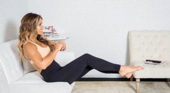 Mujer ejercicio sillón