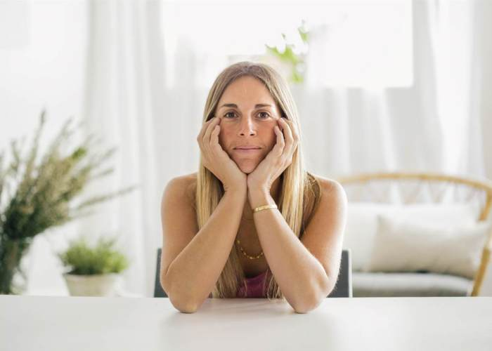 Mujer mirando