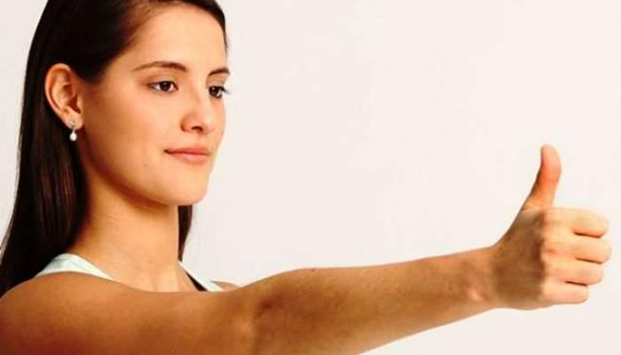 Mujer realizando ejercicios visión
