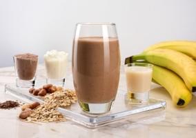 Batido de cacao y almendras, ideal para el desayuno
